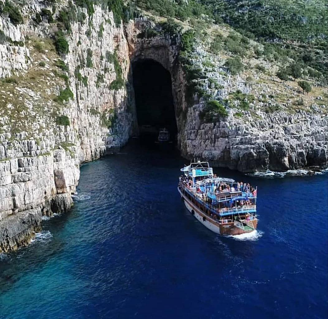 Haxhi Alia cave
